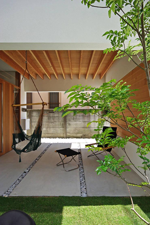 ポーチ: 空間建築-傳 一級建築士事務所が手掛けた家です。