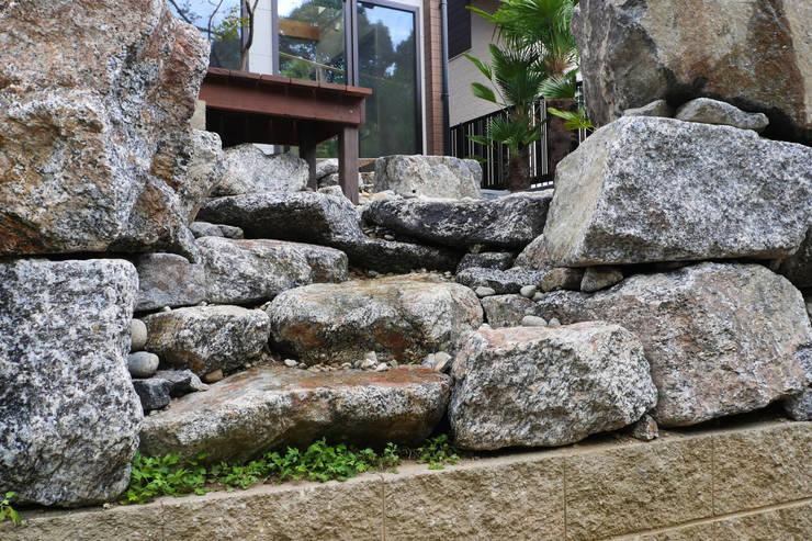 アッタ幡豆の空間 - 写真04: 平山庭店が手掛けた庭です。,