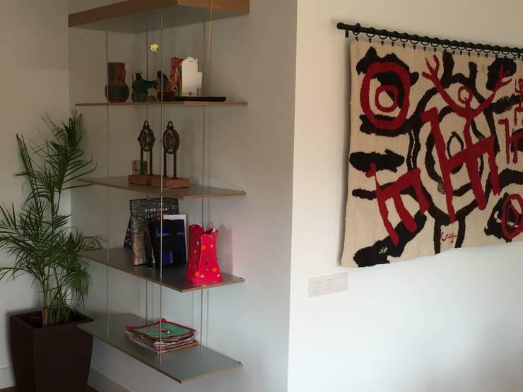 minimalistic Living room by Marc Pérez Interiorismo