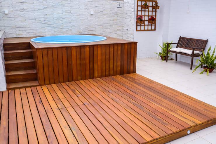 Piscina com Deck de madeira: Piscinas modernas por Millena Miranda Arquitetura