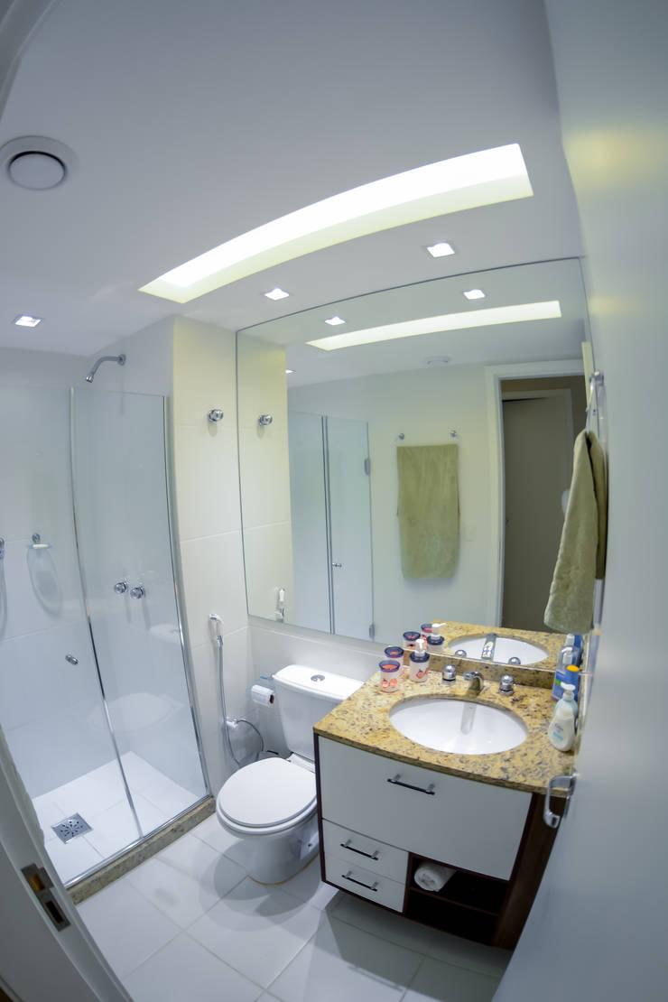 Banheiro Social: Banheiros  por Millena Miranda Arquitetura