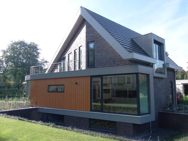 Houses by ir. G. van der Veen Architect BNA
