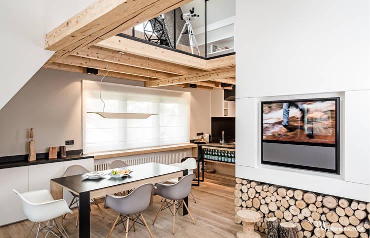 Salon de style de style Moderne par Bartek Włodarczyk Architekt