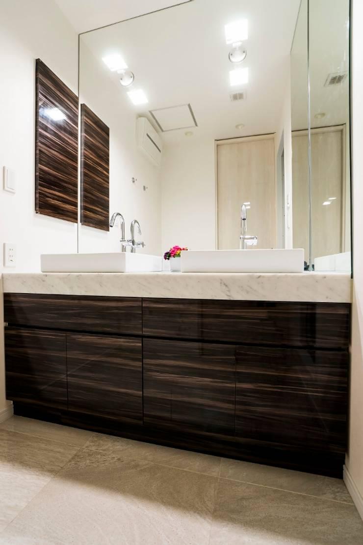 パウダールーム: QUALIAが手掛けた浴室です。