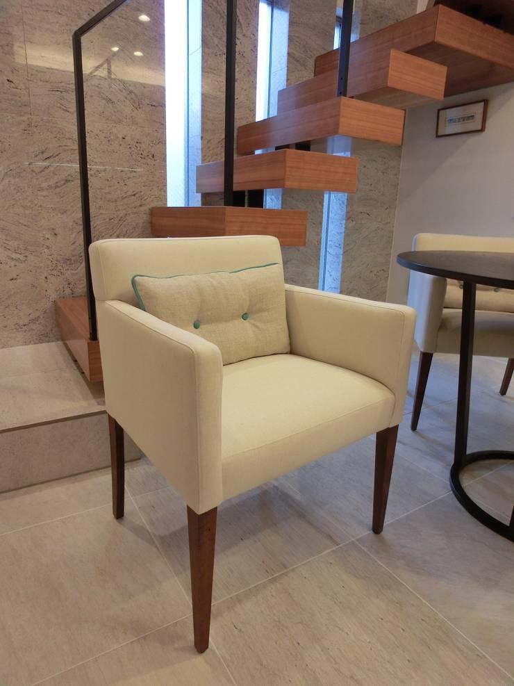 Marilyn Arm Chair +cushion: (株)工房スタンリーズが手掛けた多目的室です。,