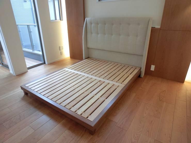 bed+Head board: (株)工房スタンリーズが手掛けた寝室です。,