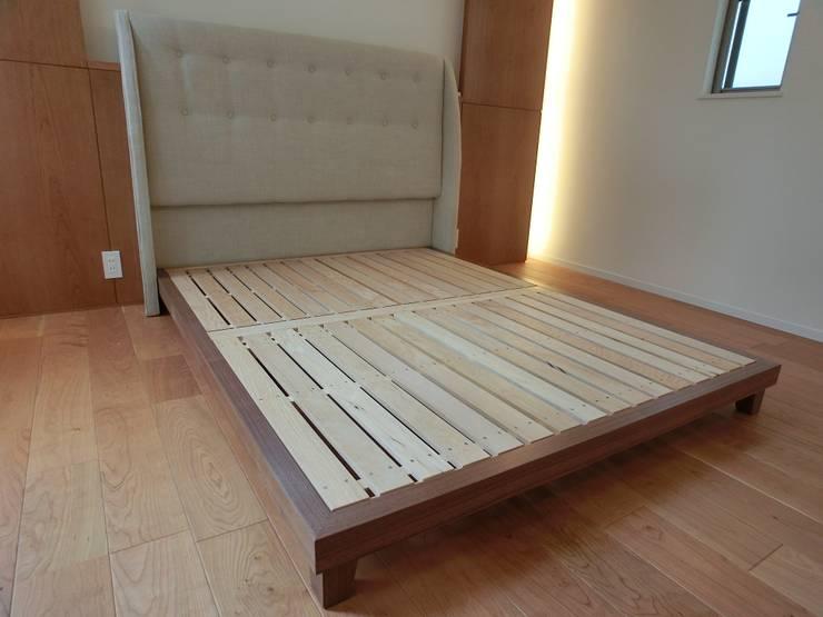 ダブルサイズベッド: (株)工房スタンリーズが手掛けた寝室です。,