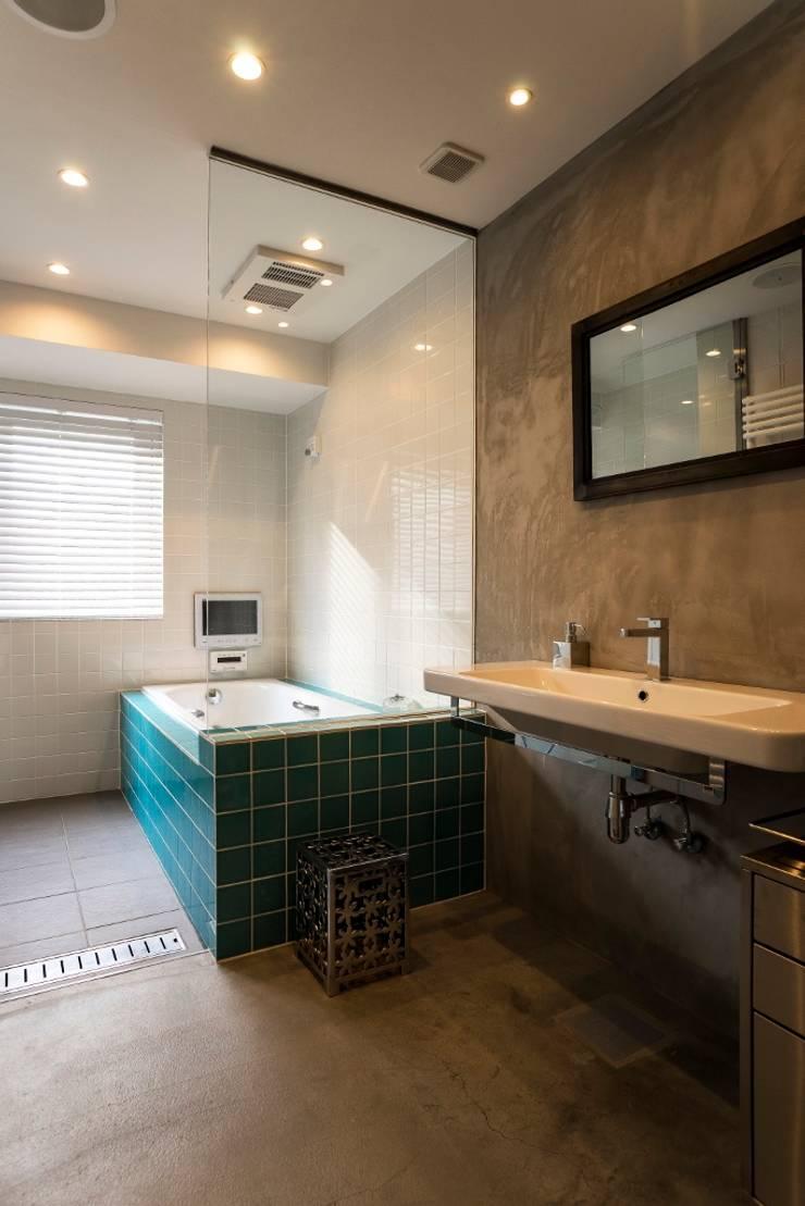 サニタリー・バスルーム: QUALIAが手掛けた浴室です。,