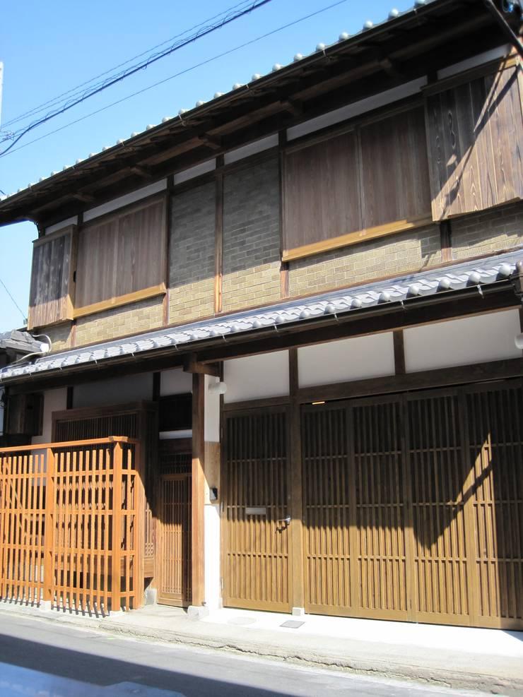 町屋全景: 有限会社種村建具木工所が手掛けた家です。