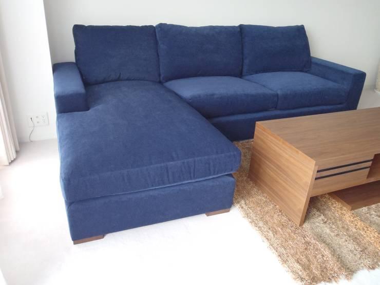 Nancy Couch Set: (株)工房スタンリーズが手掛けたリビングルームです。,