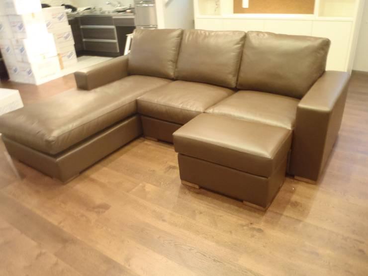 Nancy Couch Set Leather: (株)工房スタンリーズが手掛けたリビングルームです。,