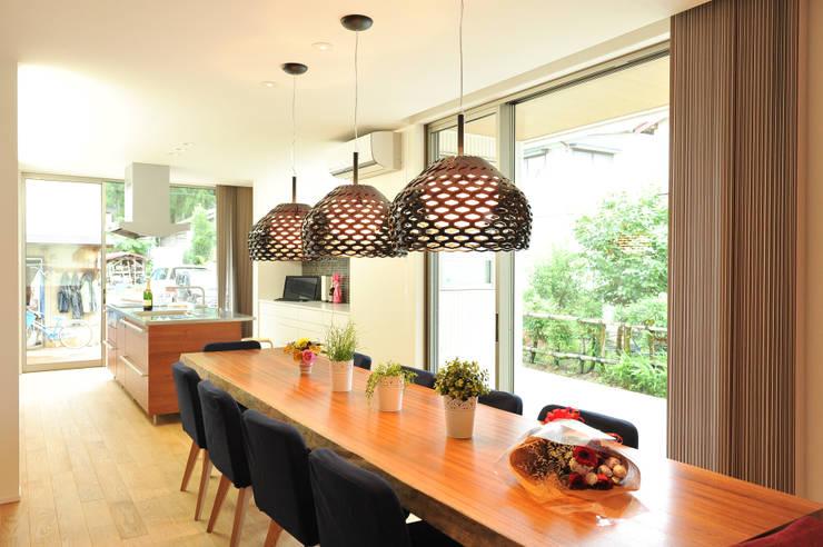 キッチン収納: ERI設計室が手掛けたリビングです。,