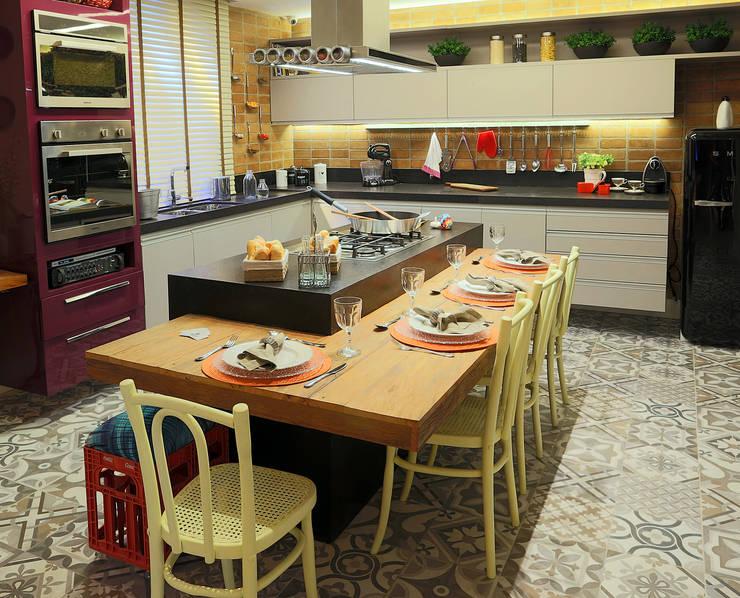 Cozinha e Jantar do Chef - Mostra Morar Mais Vitoria 2014: Cozinhas  por Lorrayne Zucolotto Arquitetura