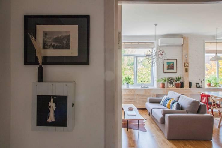 Дизайн квартиры в скандинавском стиле: Гостиная в . Автор – Mebius Group