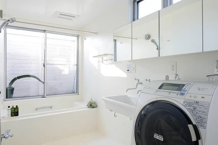 HOUSE  S: アーキライン一級建築士事務所が手掛けた浴室です。,