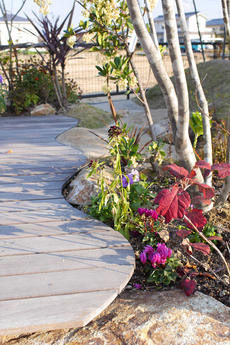 ハウスbetweenデッキの庭 - 写真03: 平山庭店が手掛けた庭です。,