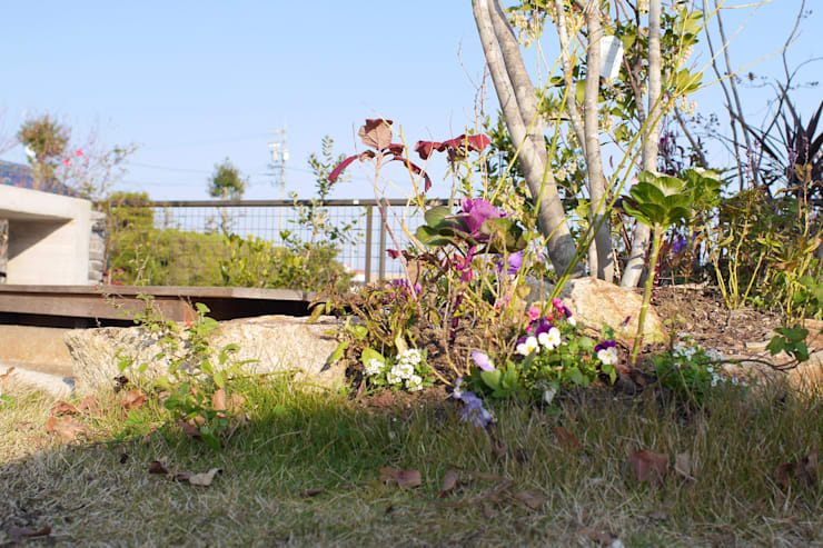 ハウスbetweenデッキの庭 - 写真05: 平山庭店が手掛けた庭です。,