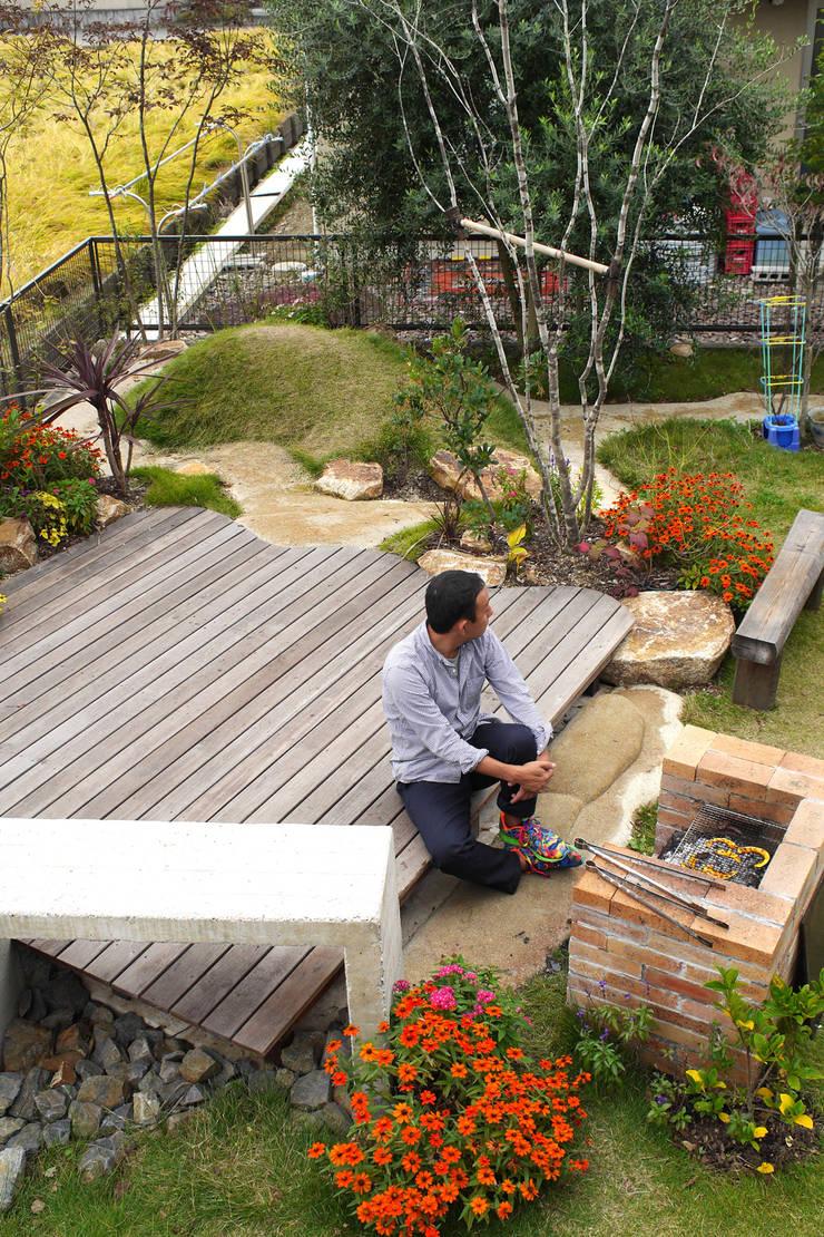 ハウスbetweenデッキの庭 - 写真09: 平山庭店が手掛けた庭です。,