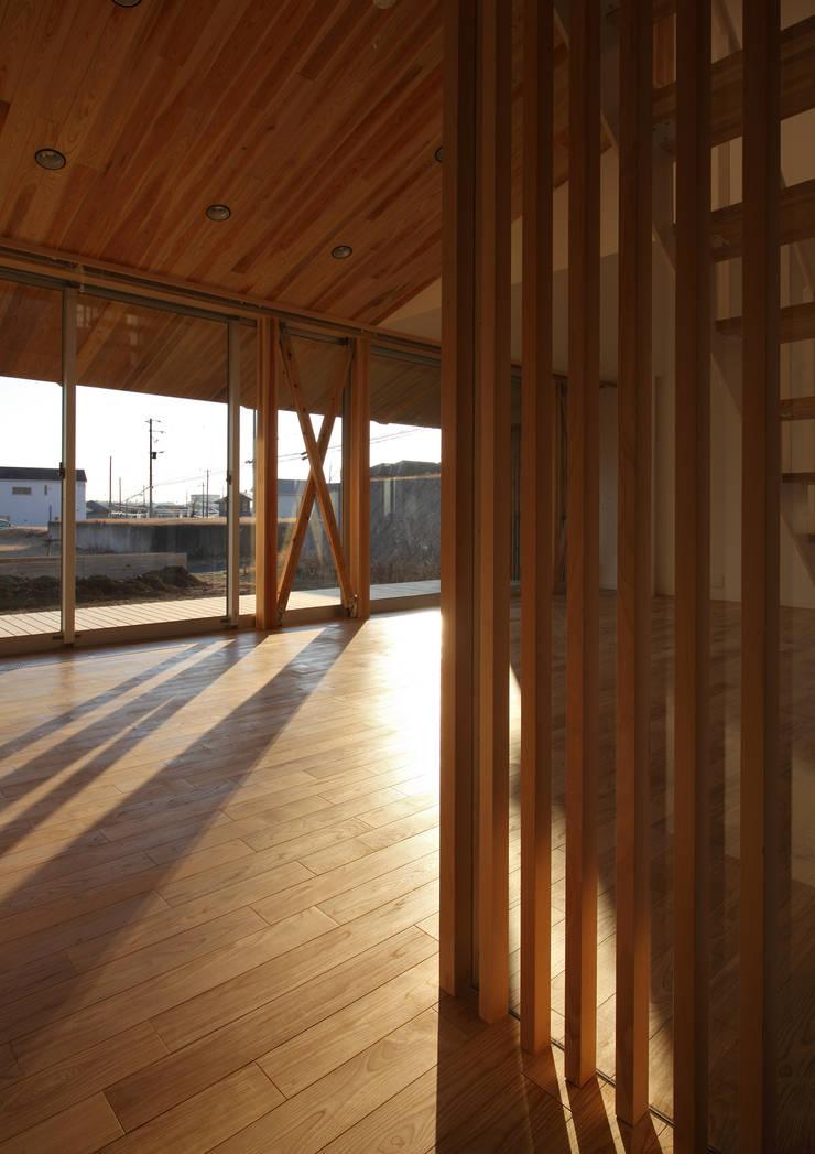 ちはら台の家: アトリエ24一級建築士事務所が手掛けたリビングです。,