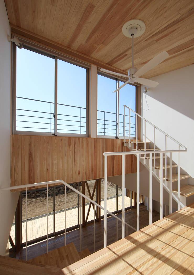 ちはら台の家: アトリエ24一級建築士事務所が手掛けた廊下 & 玄関です。,