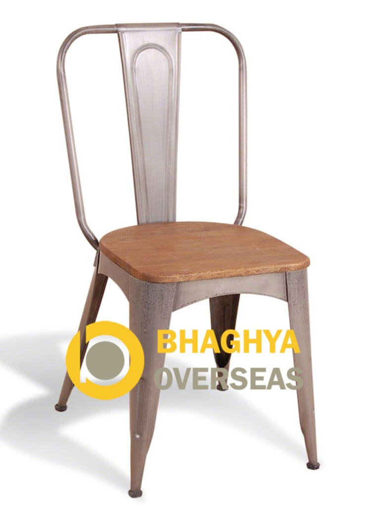 INDUSTRIAL TOLIX CHAIR WITH WOOD SEAT:  Living room by BHAGHYA OVERSEAS
