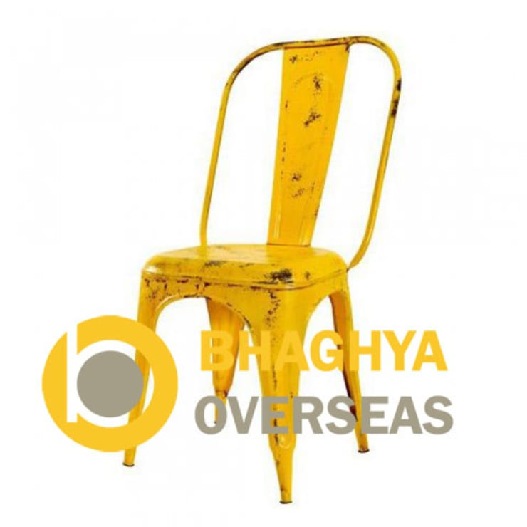 INDUSTRIAL TOLIX CHAIR:  Living room by BHAGHYA OVERSEAS