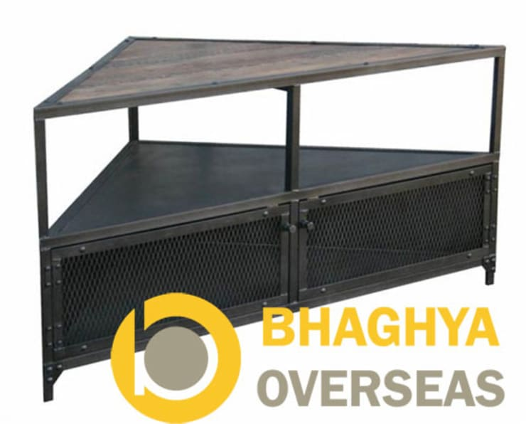 INDUSTRIAL IRON CORNER TABLE:  Living room by BHAGHYA OVERSEAS