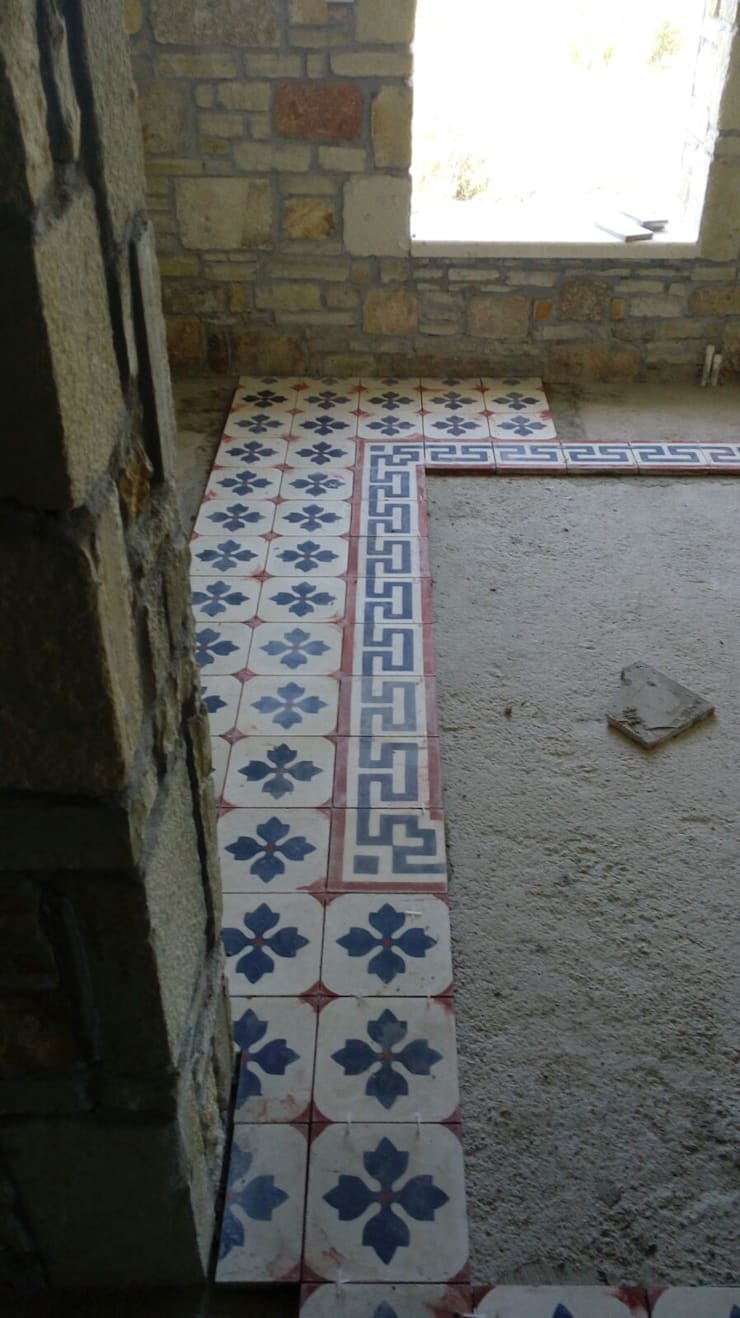 KAROANTOLOJİ – desenli karo çini döşenmesi:  tarz Duvarlar