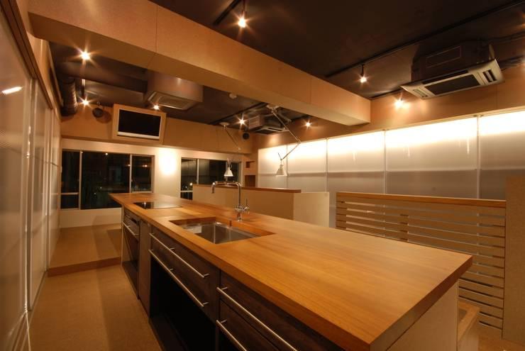 キッチン: ミズタニ デザイン スタジオが手掛けたキッチンです。