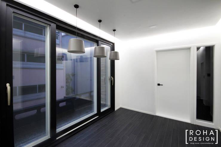 부산 사하구 당리동 주택 인테리어 디자인 : 로하디자인의  베란다