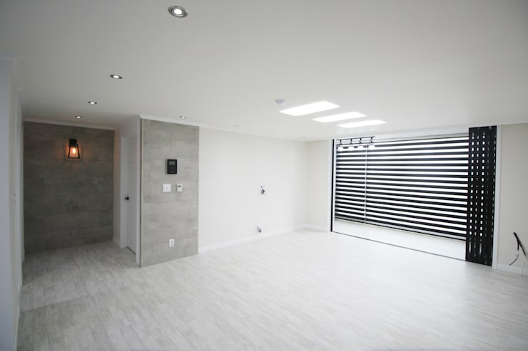 정왕동 32평 블랙&화이트 인테리어 : Old & New Interior의  거실