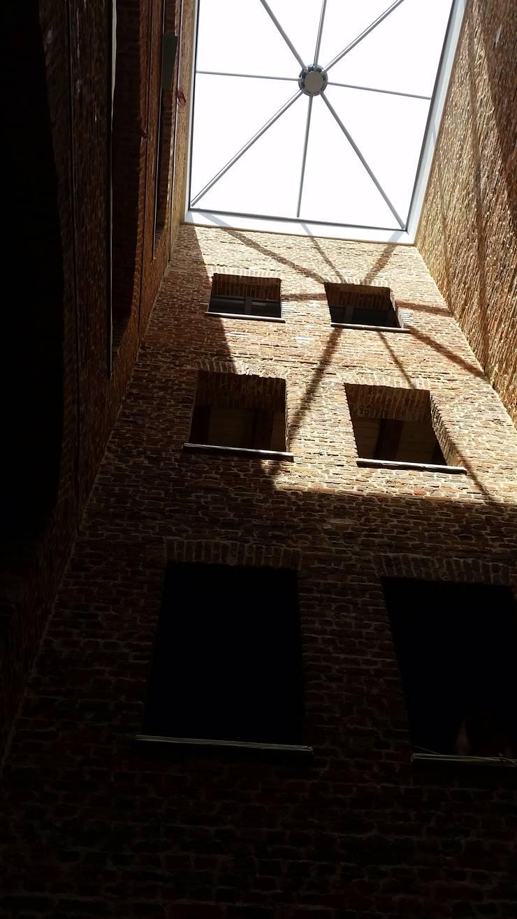 IT Loft Park Słodownia: styl , w kategorii Korytarz, przedpokój zaprojektowany przez ABC Pracownia Projektowa Bożena Nosiła,Industrialny