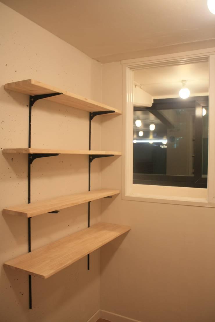 부천 중동 24평 아파트 인테리어 : Old & New Interior의  서재 & 사무실