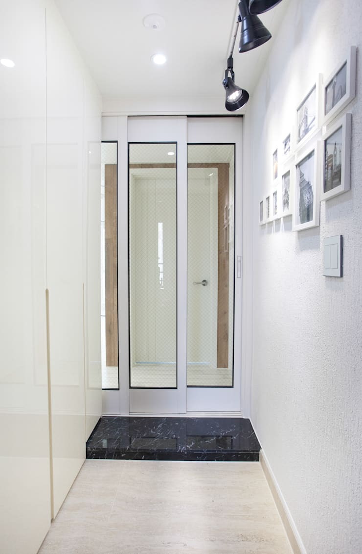 Modern Corridor, Hallway and Staircase by make ain Modern