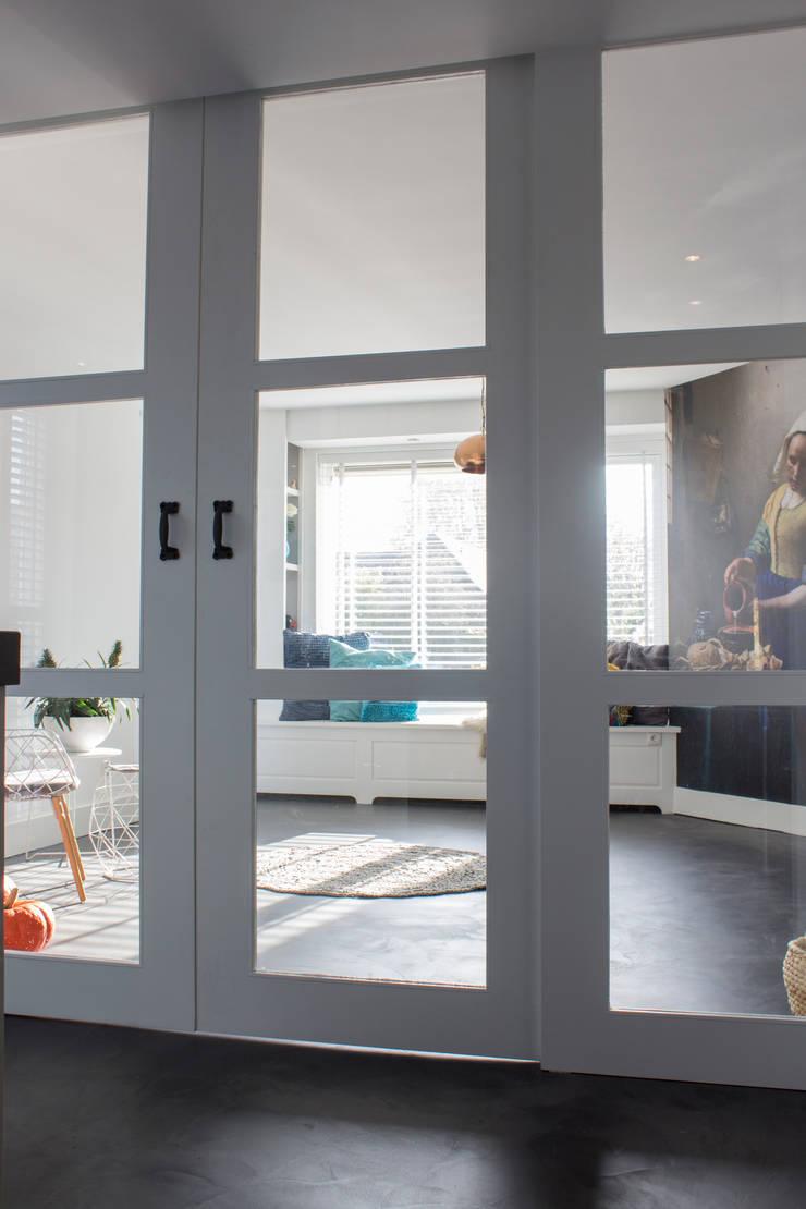 Woonbeton - Cementgebonden gietvloer:  Keuken door Motion Gietvloeren, Modern