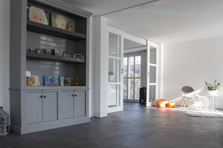 Ruang Keluarga by Motion Gietvloeren