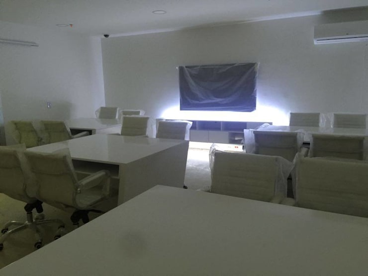 Interiorismo futurista : Centros comerciales de estilo  por Felipe Lara &  Cía