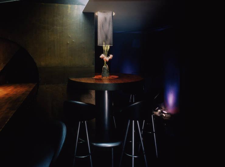 Bar SOLID: SPINIFEXが手掛けたバー & クラブです。