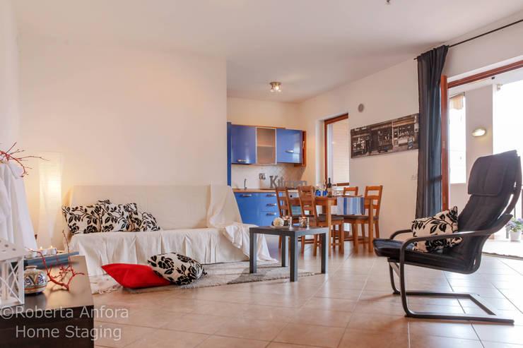 DOPO Zona Giorno:  in stile  di StageRô by Roberta Anfora - Home Staging & Photography