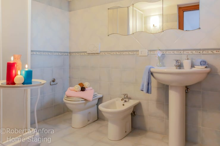 DOPO Bagno:  in stile  di StageRô by Roberta Anfora - Home Staging & Photography