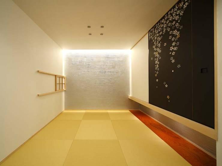 和室: 6th studio / 一級建築士事務所 スタジオロクが手掛けた和室です。