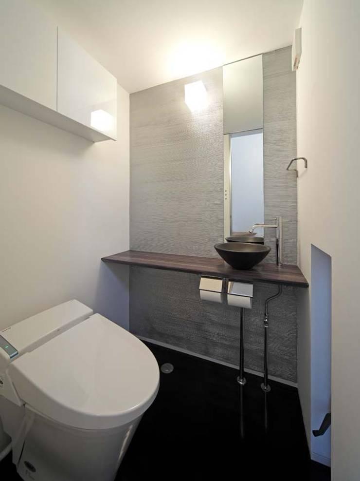 Bathroom by 6th studio / 一級建築士事務所 スタジオロク, Modern