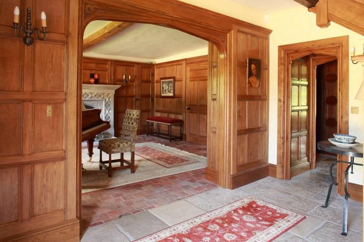 Ingresso & Corridoio in stile  di Stuart Interiors