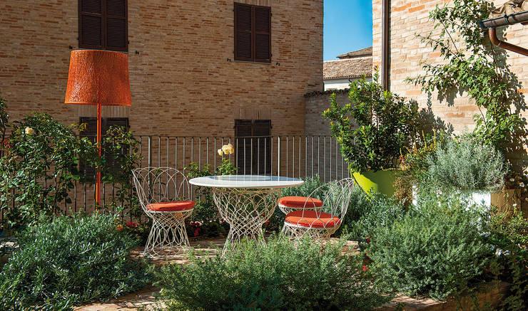 Piccolo giardino di città: Giardino in stile in stile Moderno di Giardini Giordani