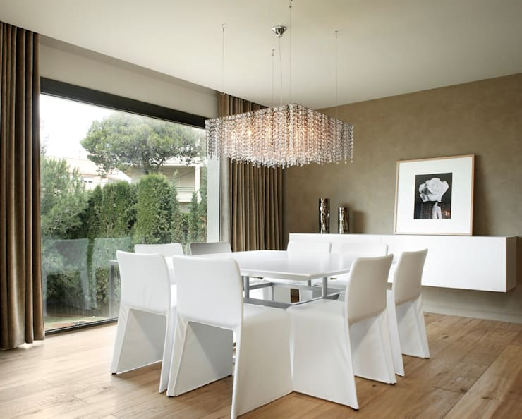 Dining room by ruiz narvaiza associats sl