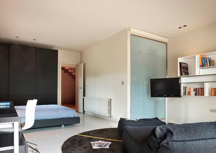 Projekty,  Sypialnia zaprojektowane przez ruiz narvaiza associats sl