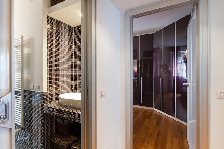 Disimpegno zona notte: Camera da letto in stile in stile Moderno di Fabio Carria