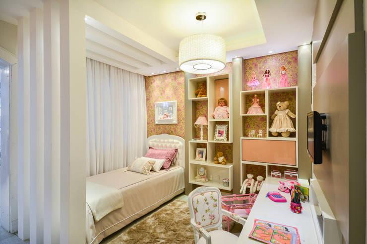 Quarto Menina 2 - Mostra Baby Dreams House: Quarto infantil  por Heller Arquitetura e Interiores