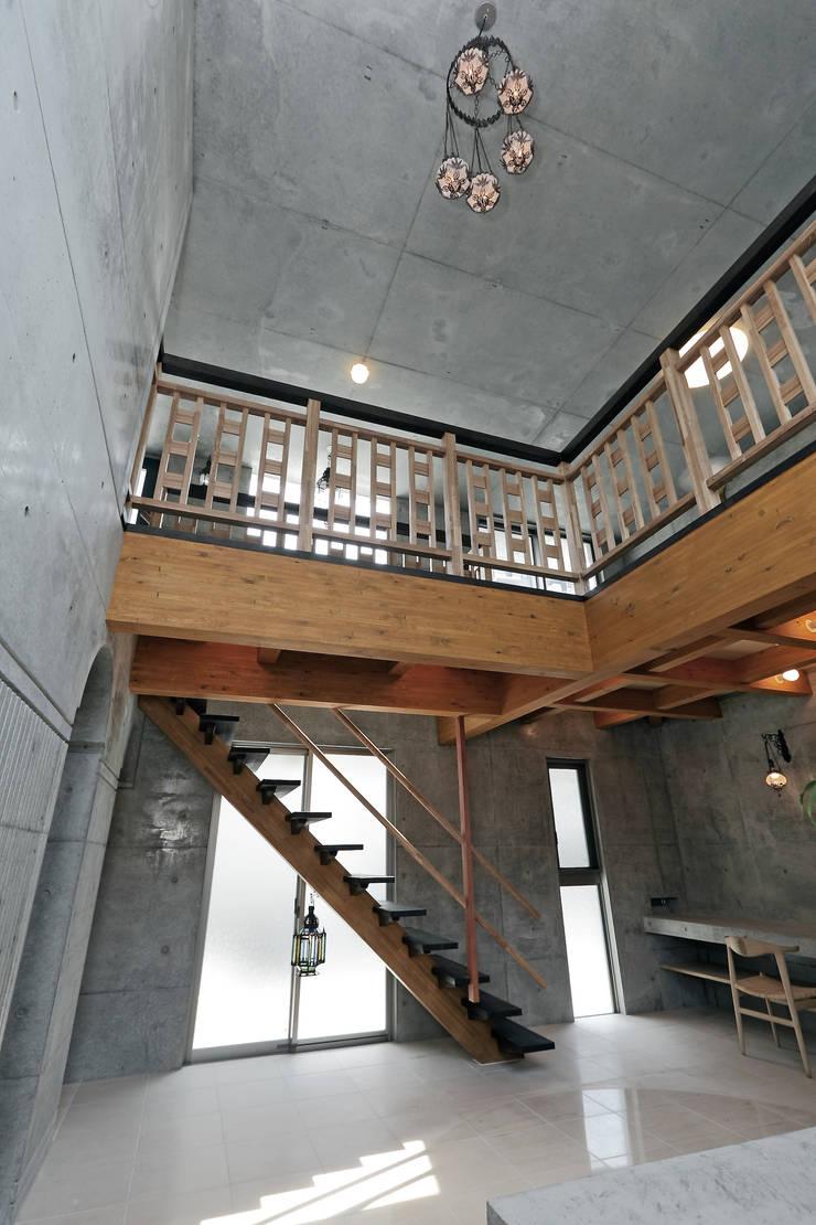 Koridor dan lorong oleh TEAM-ASO  EXa Planning, Eklektik Kayu Wood effect