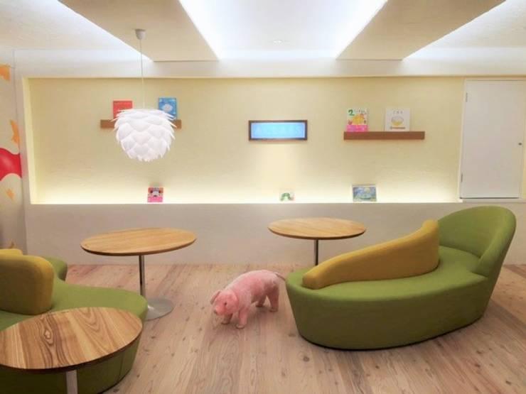 子供達とママの集まるスペース: 株式会社KIMURA  bi-Artが手掛けた和室です。